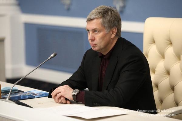 Алексей Русских поручил разработать дополнительные меры содействия в трудоустройстве молодёжи в Ульяновской области.